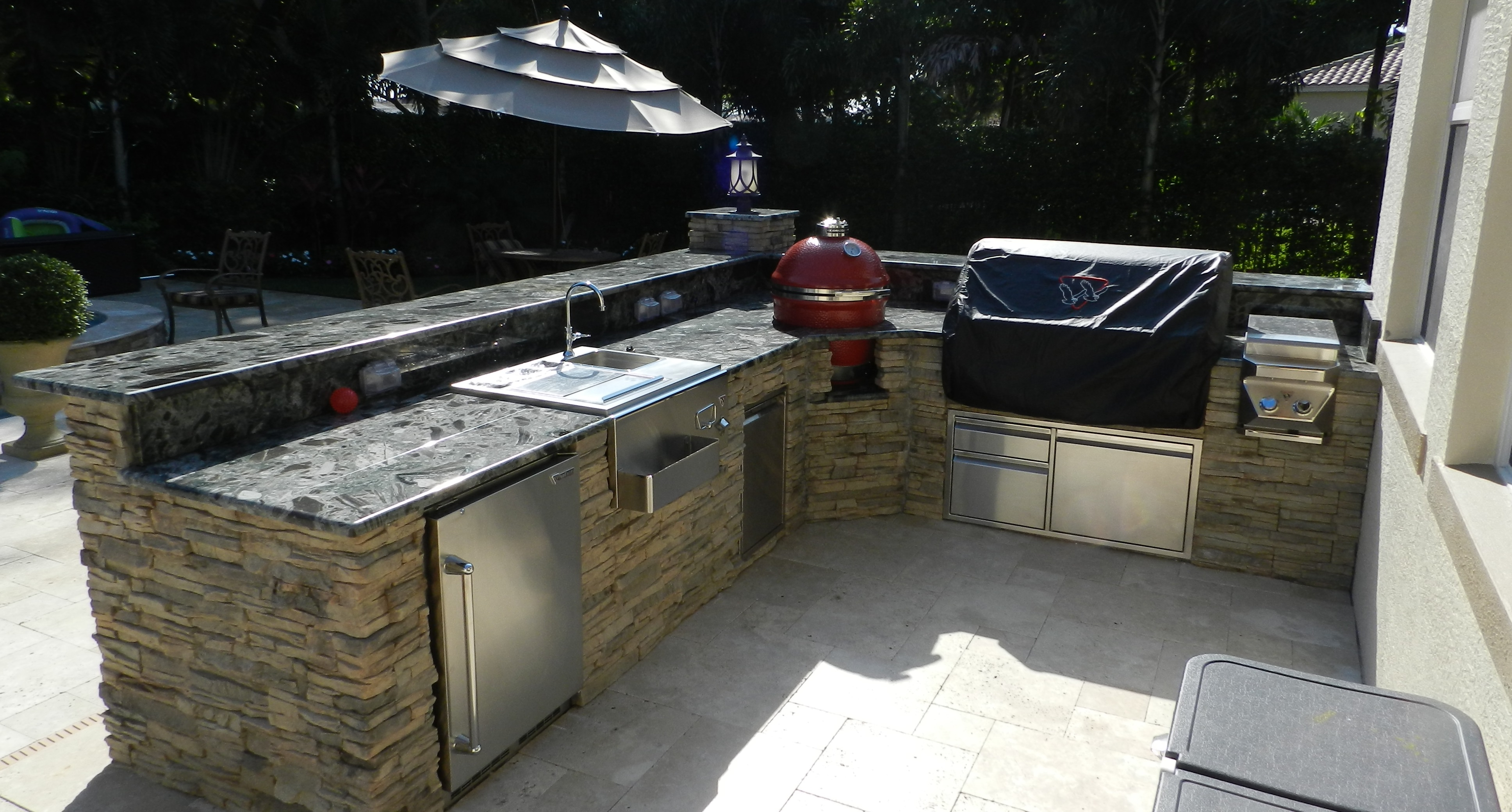 Hi neighbor paradise outdoor kitchens outdoor grills for Outdoor bbq grill cabinets
